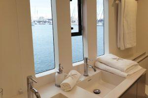 salle-de-bain-catamaran-leopard