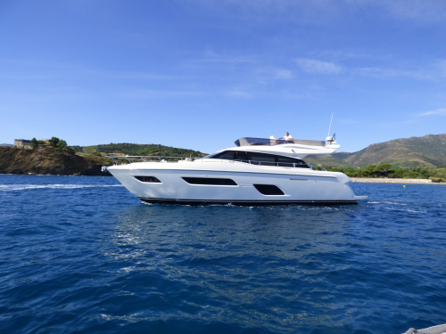 Yacht Ferretti 550 en mer